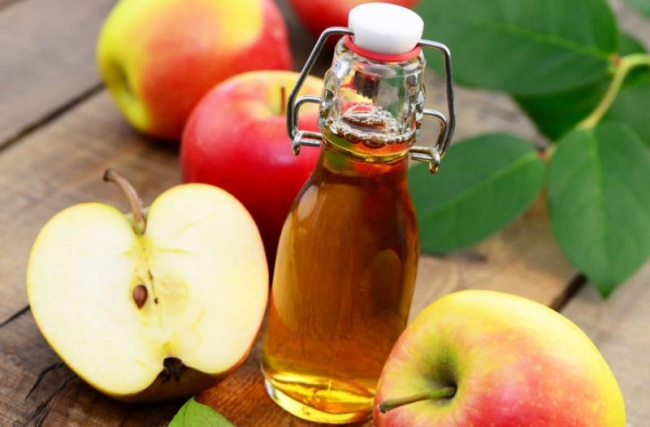 Wash your hair with apple vinegar to grow hair faster